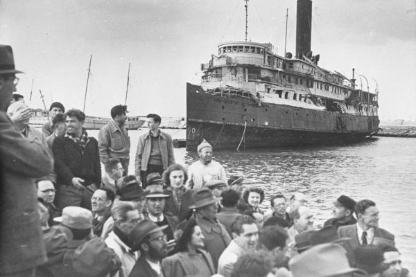 Refugees on their way to Israel during World War II